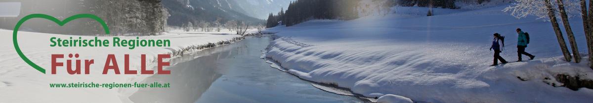 Winterlandschaft mit Fluß und zwei Wanderern